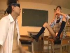 JK手コキ 小悪魔なポニーテール制服jk真野ゆりあはオナってた教師を見つけ...