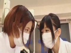 歯科衛生士 治療中の患者のチンポが気になりパンツを脱がせ先生と一緒に食...