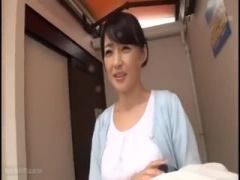 可愛い人妻さんの不倫旅行個人撮影 露天温泉でエロい身体を見せつける