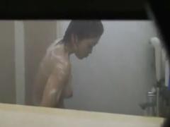 民家盗撮 浴室の窓の隙間から、若い美巨乳ちゃんの全裸姿を覗き見! ! !